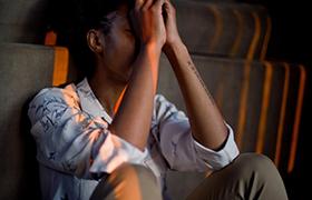 Comment l'hypnose peut aider à gérer l'anxiété?